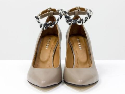 """Дизайнерские туфли-лодочки каблуке """"рюмочка"""" из натуральной кожи темно-бежевого цветас цепочкой,  Т-2115-02"""