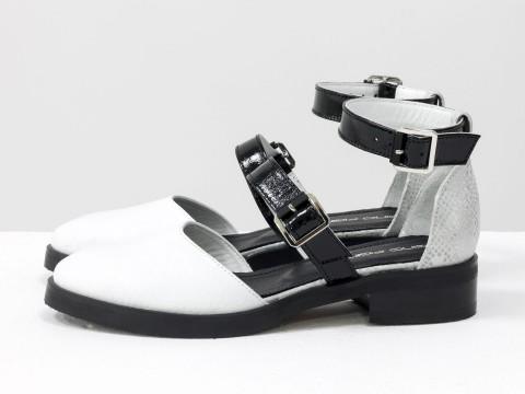 Белые женские туфли из кожи с текстурой питон и лаковыми ремешками, Д-23-28