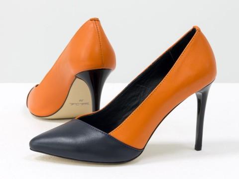 Летние туфли оранжево-синего цвета из натуральной кожи на каблуке