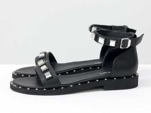 Черные босоножки из кожи с металлической фурнитурой на низком ходу, С-1809-01