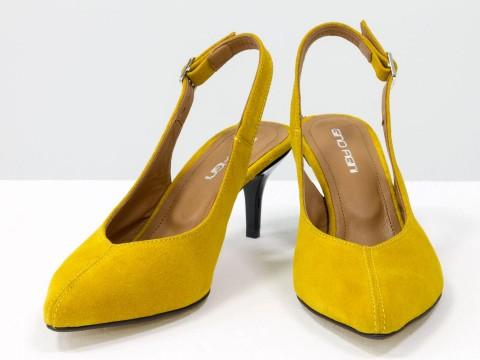Туфли с открытой пяткой из натуральной замши горчичного цвета на шпильке