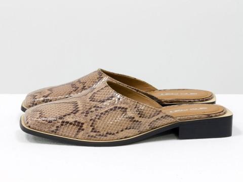 Дизайнерские мюли из натуральной итальянской кожи бежевого цвета с текстурой питон и табачным подкладом