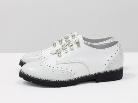 Женские оксфорды из натуральной кожи белого цвета на шнуровке , Т-415-10