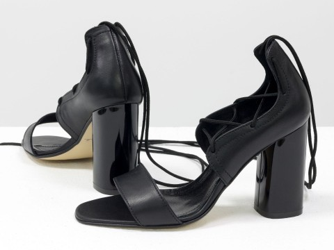 Женские босоножки на шнуровке из натуральной кожи черного цвета на высоком каблуке