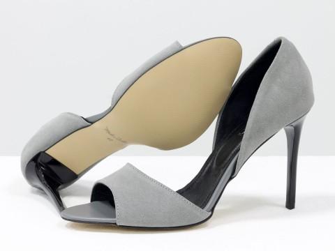 Летние туфлина шпильке из натуральной замши серого цвета