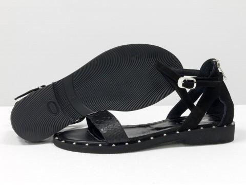 Женские черные босоножкииз натуральной кожи питон и замши на низком ходу