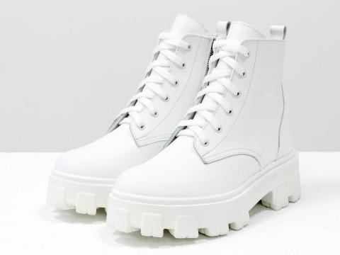 Ботинки-берцы из натуральной кожи белого цвета на шнурках на утолщенной подошве, Б-2106-01