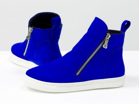 Женские ботинки на молнии из натуральной замши ярко-синего цвета