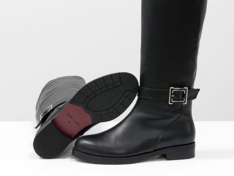 Женские зимние сапогииз натуральной кожи черного цвета на маленьком каблуке