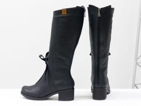 Черные сапоги на маленьком каблуке из натуральной матовой кожи