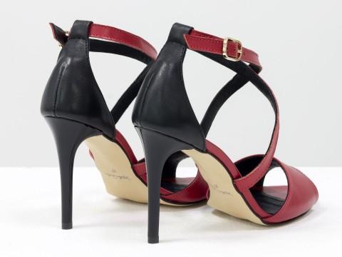 Туфли с открытым носком красные из натуральной кожи на шпильке