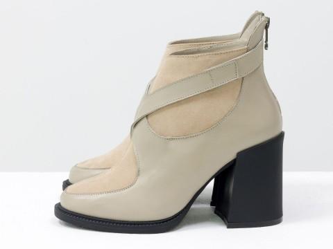Женские классические ботинки бежевого цвета из натуральной кожи с замшей на устойчивом каблуке, Б-2099-02