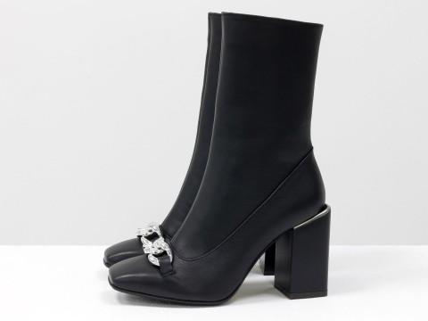 Женские классические ботинки черного цвета из натуральной кожи с фурнитурой, Б-2080-02