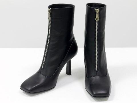 Дизайнерские  ботильоны черного цвета с молнией  из натуральной лицевой кожи на  каблуке, Б-2102-01