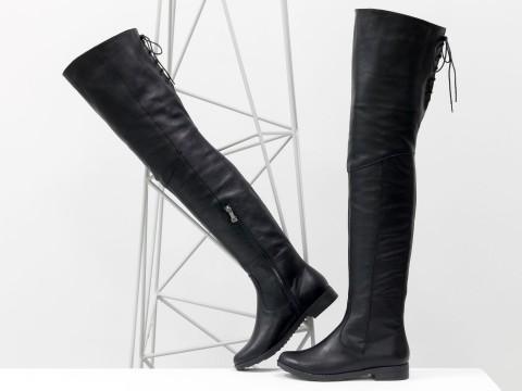 Высокие сапоги-ботфорты из натуральной кожи черного цвета со шнуровкой сзади на небольшом каблуке, М-111/17-02