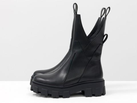 Высокие ботинки ассиметричного кроя из натуральной кожи на тракторной подошве, Б-2104-01