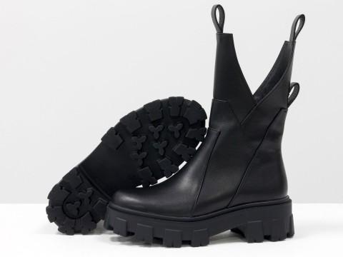 Женские черные высокие ботинки из натуральной кожи ассиметричного кроя, Б-2104-01