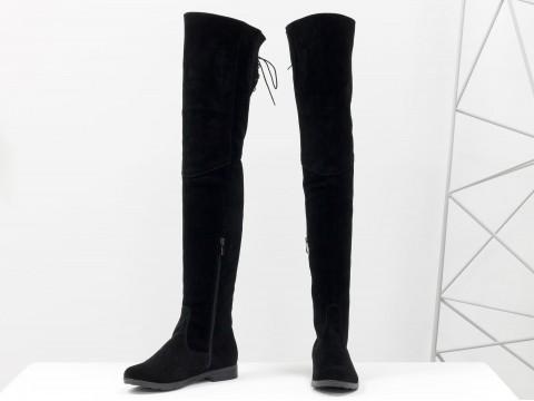 Высокие замшевые ботфорты черного цвета со шнуровкой сзади на низком ходу, М-111/17-07