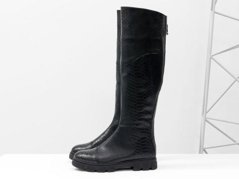 Черные сапоги ботфорты из кожи питон на противоскользящей подошве ,М-111д-07