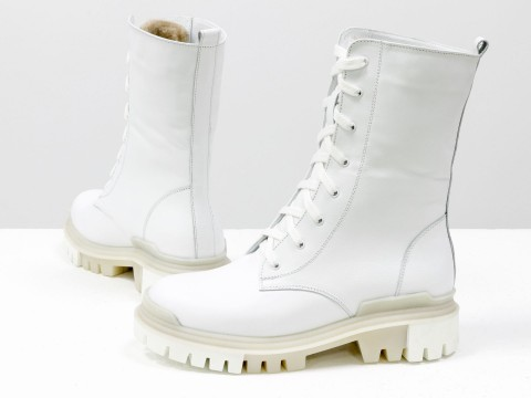 Ботинки-берцы из натуральной кожи белого цвета на шнурках на утолщенной подошве, Б-16077/1-12