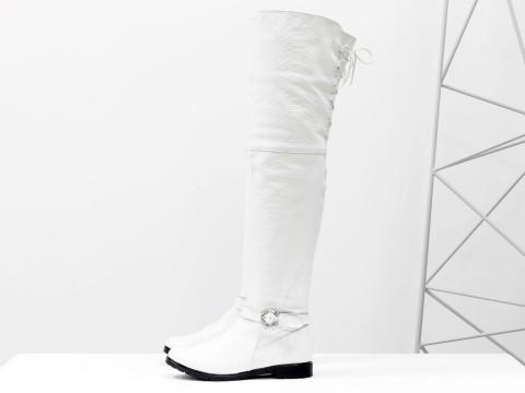 Белые высокие сапоги ботфорты из кожи питон, М-17084-05