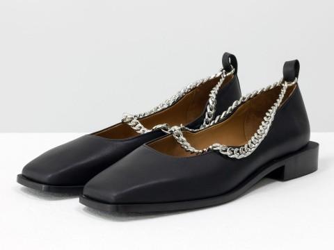 Туфли из итальянской кожи черного цвета на низком ходу с серебряной цепочкой, Т-2113-06