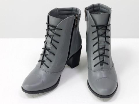 Ботинки из кожи светло-серого цвета
