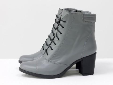 Эксклюзивные ботиночки  из натуральной кожи светло-серого цвета со шнуровкой на устойчивом каблучке