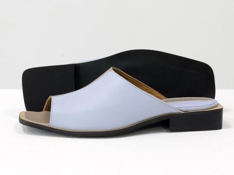 Стильные дизайнерские двухцветные шлепки с квадратным носиком из натуральной итальянской кожи голубого и бежевого цвета
