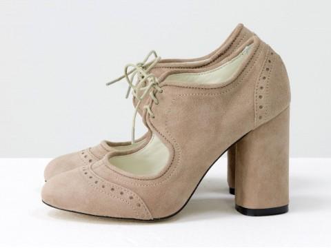 Туфли на высоком каблуке из замшибежевого цвета на шнуровке , Т-1921-02