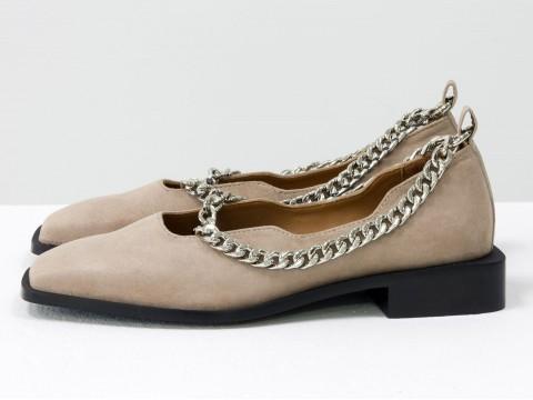 Бежевые туфли на низком ходу из натуральной замши с цепочкой, Т-2113-05