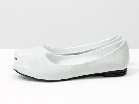Летние балетки белого цвета с блеском из натуральной кожи на тонкой подошве, Т-2110-02