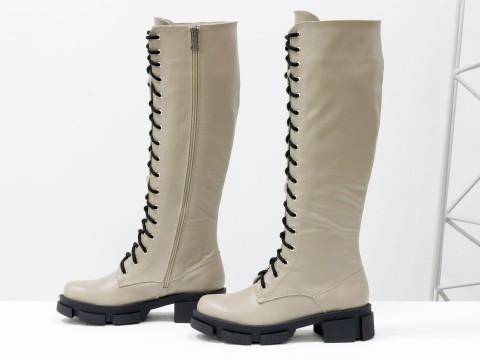 Женские спортивные сапоги из натуральной бежевой кожи на шнуровке по всей длине, Б-2090-04