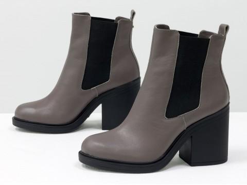 Женские весенние ботинки на каблуке из натуральной кожи грязно-сиреневого цвета
