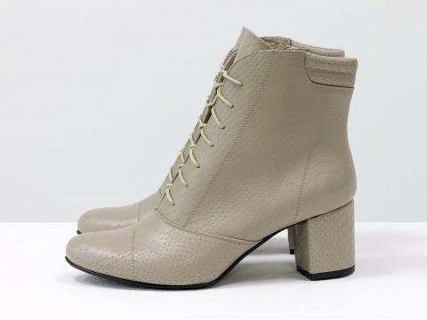 Женские ботинки со шнуровкой бежевые на среднем каблуке, Б-157-21