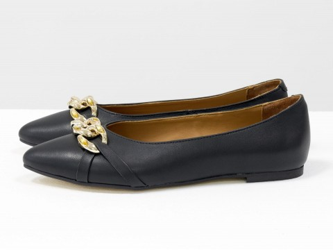 Летние  туфли из итальянской кожи черного цвета на низком ходу с золотой цепочкой впереди , Т-2109-02