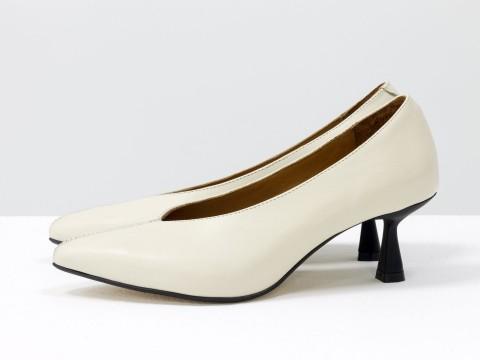 """Дизайнерские туфли-перчатки на невысоком каблуке """"рюмочка"""" из натуральной итальянской кожи молочного цвета, Т-2050-24"""