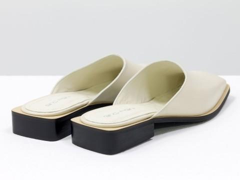 Стильные дизайнерские мюли из кожи молочного цвета на маленьком каблуке