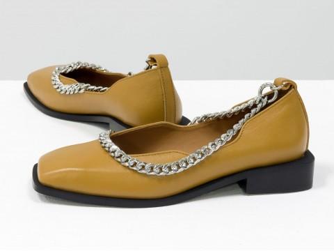 Туфли из итальянской кожи цвета табак на низком ходу с серебряной цепочкой, Т-2113-02