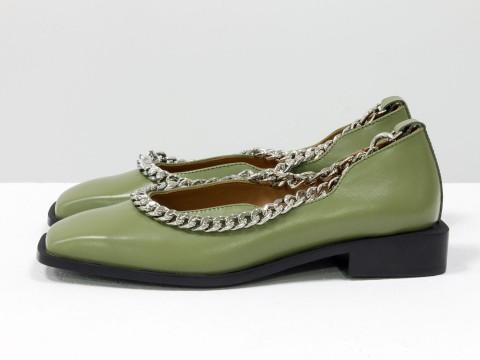 Женские туфли на низком ходу из натуральной  кожи оливкового цвета с цепочкой, Т-2113-04