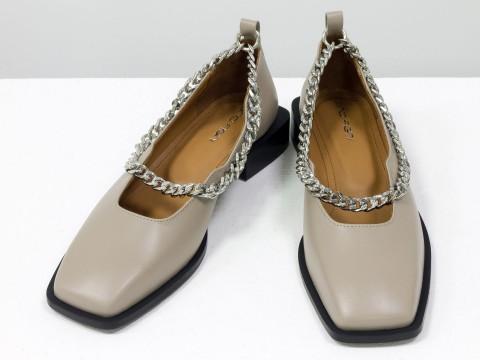 Туфли из итальянской кожи бежевого цвета на низком ходу с серебряной цепочкой, Т-2113-03