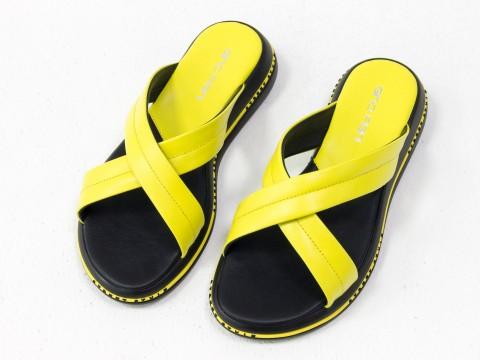 Летние желтые шлепанцы  из натуральной кожи на удобной подошве черного цвета