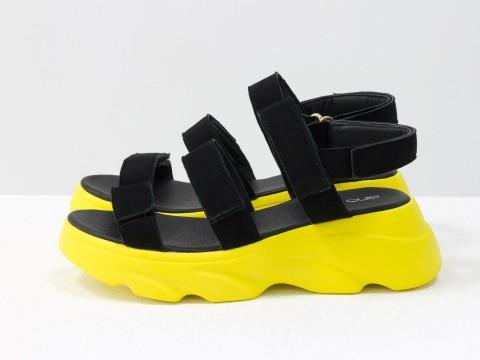 Черные босоножки из натуральной замши на желтой подошве в спортивном стиле, С-2026-02