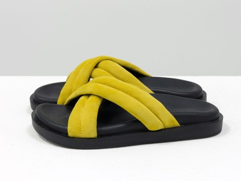 Летние шлепанцы ярко-желтого цвета из нежной замши на черной подошве без каблука, С-2029-05