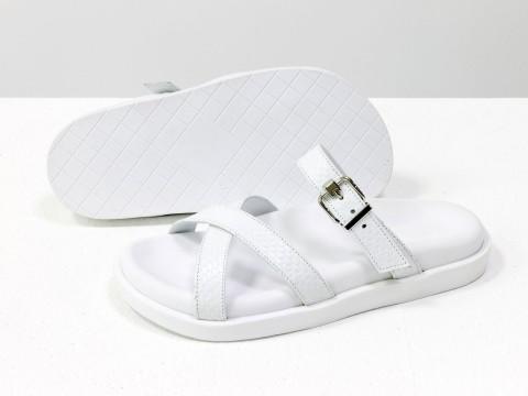 Шлепанцы из натуральной итальянской кожи белого цвета с текстурой питон на удобной подошве белого цвета с анатомической стелькой