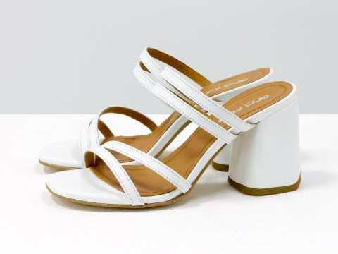 Классические босоножки белого цвета на расклешенном каблуке, С-2038-01
