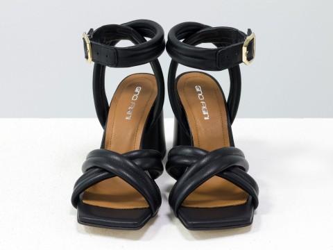Дизайнерские черные босоножки на расклешенном матовом каблуке из натуральной итальянской кожи