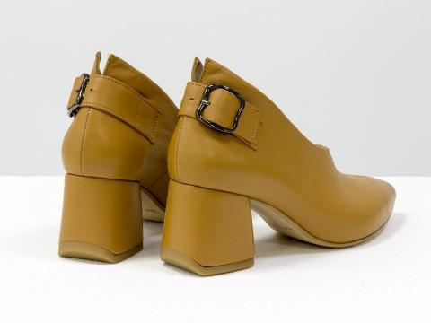 Дизайнерские закрытые туфли на невысоком обтяжном каблуке из натуральной итальянской кожи табачного цвета,  Т-2056-11
