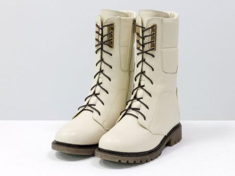 Женские ботинки на шнурках из натуральной кожи флотар бежевого цвета с перламутром