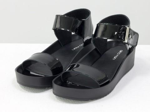 Черные лаковые босоножки из натуральной кожи на платформе